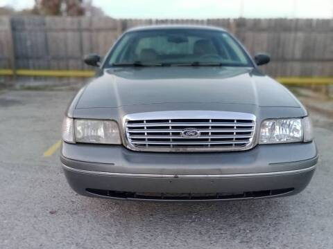 2004 Ford Crown Victoria for sale at Shoals Dealer LLC in Florence AL