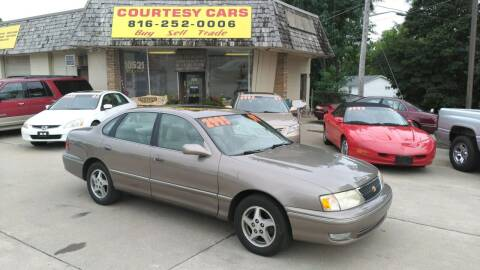 1998 Toyota Avalon for sale at Courtesy Cars in Independence MO