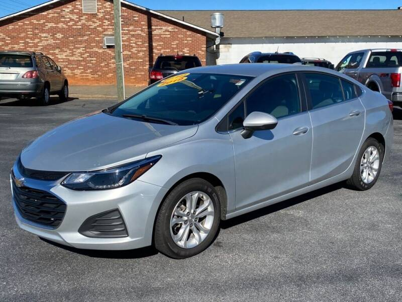 2019 Chevrolet Cruze for sale at Modern Automotive in Boiling Springs SC