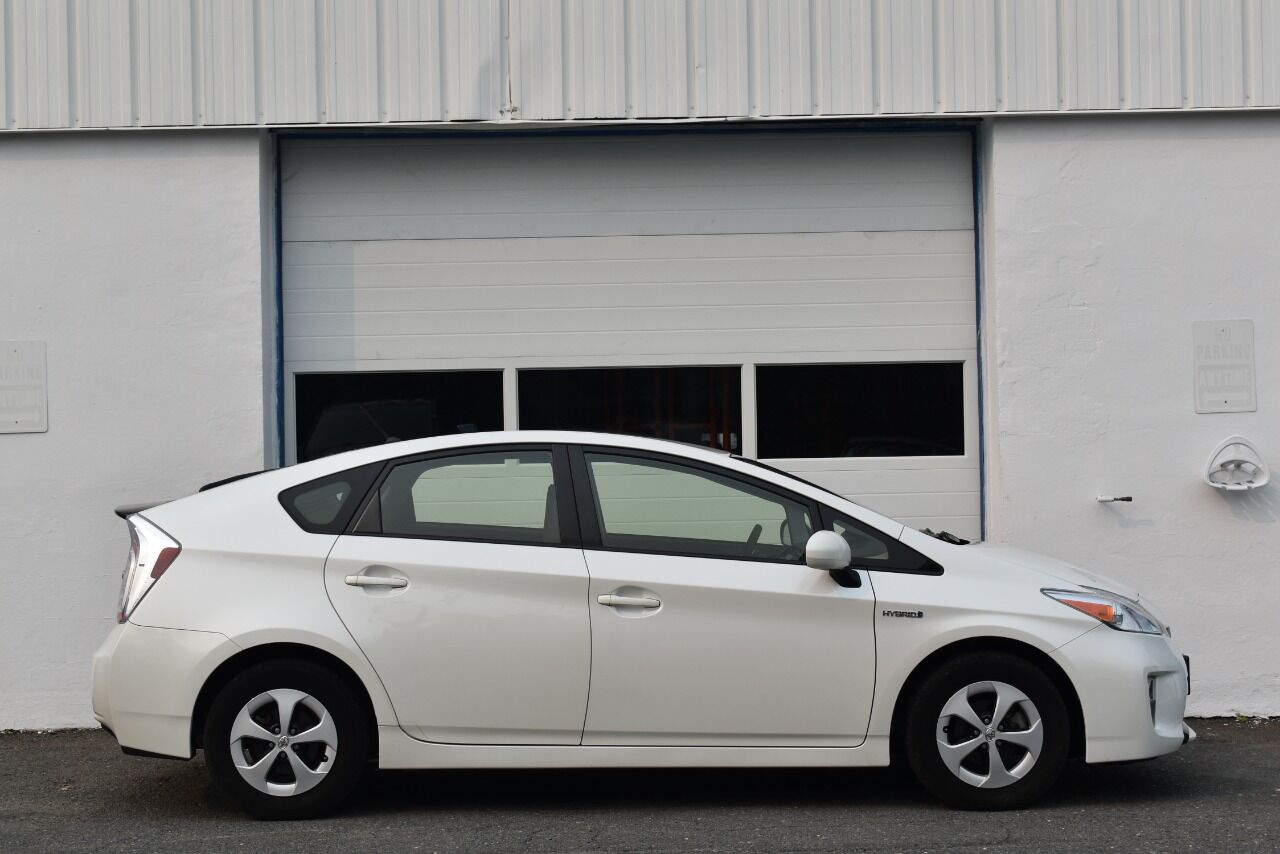 2013 Toyota Prius Two 4dr Hatchback full