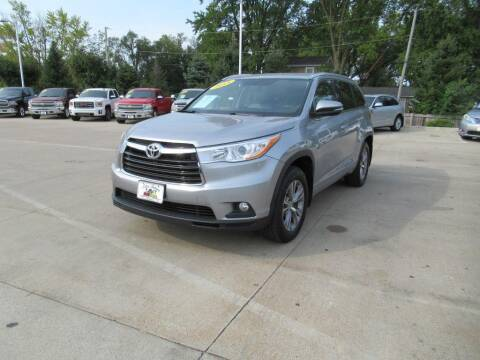 2015 Toyota Highlander for sale at Aztec Motors in Des Moines IA