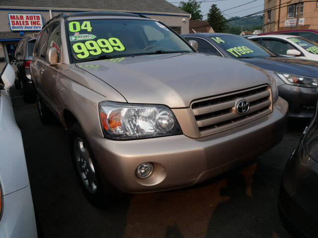 2004 Toyota Highlander for sale at M & R Auto Sales INC. in North Plainfield NJ