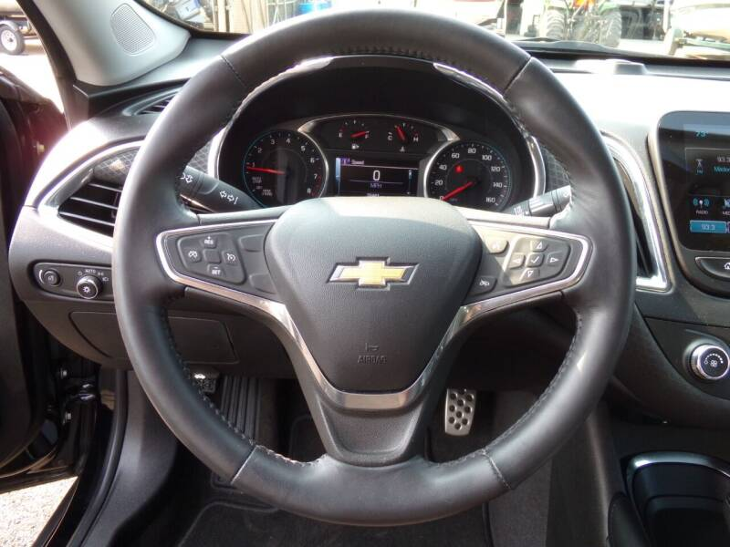 2017 Chevrolet Malibu LT 4dr Sedan - Oconomowoc WI
