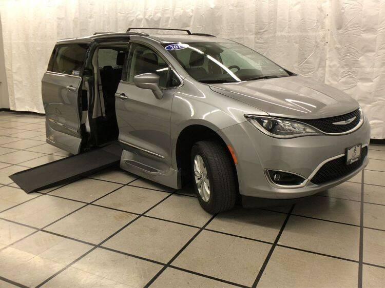 2019 Chrysler Pacifica for sale at AMS Vans in Tucker GA