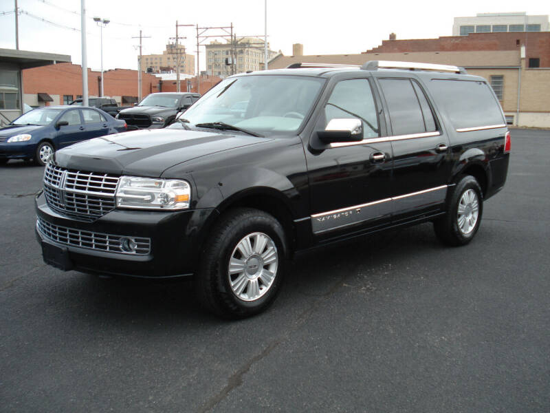 2011 Lincoln Navigator L for sale at Shelton Motor Company in Hutchinson KS