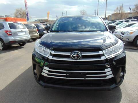 2017 Toyota Highlander for sale at Avalanche Auto Sales in Denver CO
