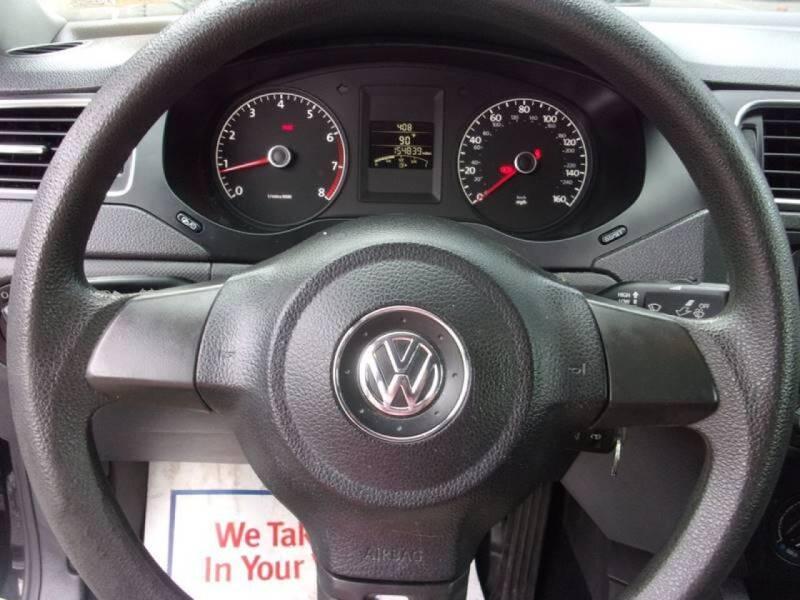 2013 Volkswagen Jetta S 4dr Sedan 5M (ends 1/13) - Lanham MD