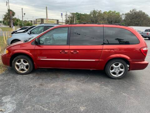 2001 Dodge Grand Caravan for sale at BSS AUTO SALES INC in Eustis FL