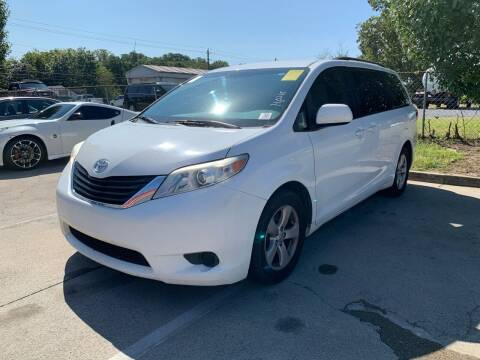2012 Toyota Sienna for sale at Diana Rico LLC in Dalton GA