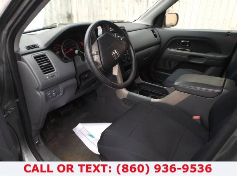 2004 Jeep Grand Cherokee for sale at Lee Motor Sales Inc. in Hartford CT