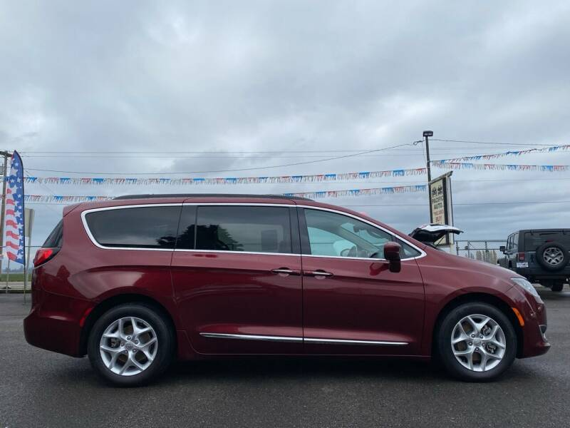 2017 Chrysler Pacifica Touring-L 4dr Mini-Van - Woodburn OR