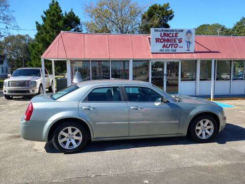 2006 Chrysler 300 for sale at Uncle Ronnie's Auto LLC in Houma LA