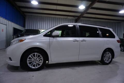2015 Toyota Sienna for sale at SOUTHWEST AUTO CENTER INC in Houston TX