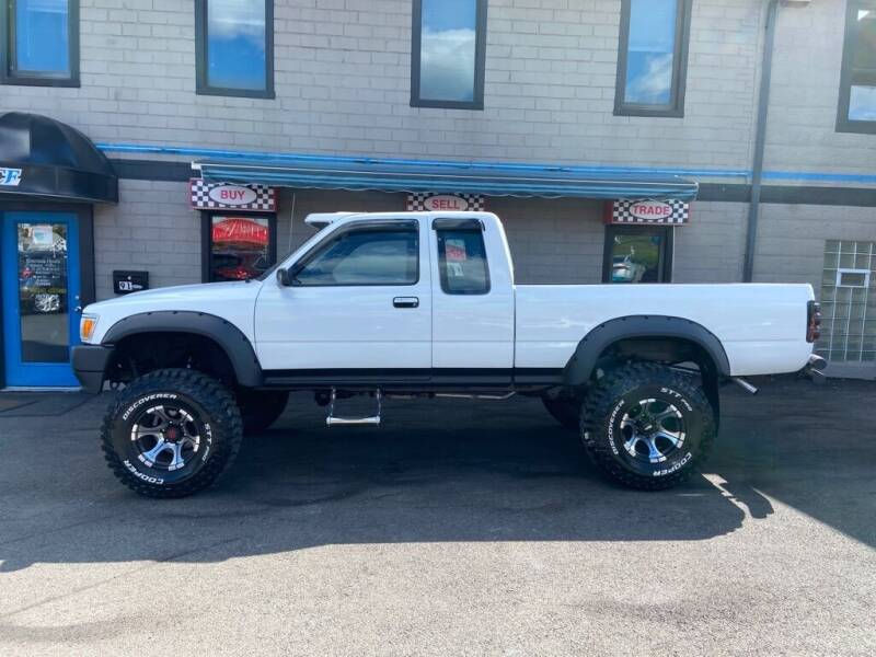 1992 Toyota Pickup for sale at Sisson Pre-Owned in Uniontown PA