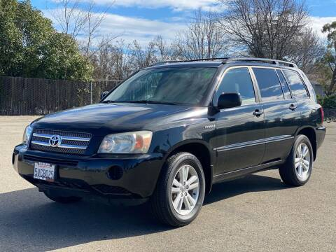 2006 Toyota Highlander Hybrid for sale at SHOMAN MOTORS in Davis CA