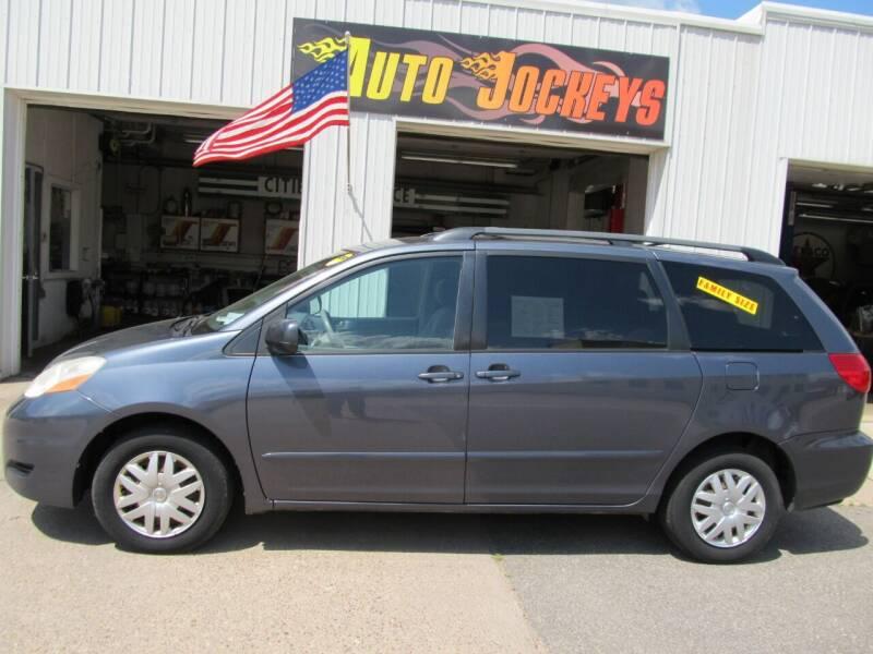 2006 Toyota Sienna for sale at AUTO JOCKEYS LLC in Merrill WI