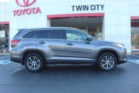 2018 Toyota Highlander for sale at Twin City Toyota in Herculaneum MO