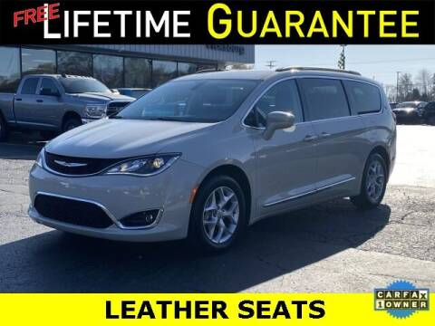 2017 Chrysler Pacifica for sale at Vicksburg Chrysler Dodge Jeep Ram in Vicksburg MI