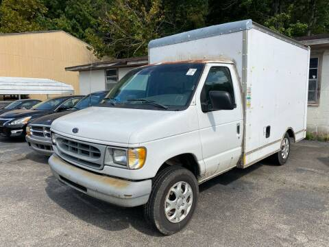 1999 Ford E-Series Chassis for sale at Monroe Auto's, LLC in Parsons TN