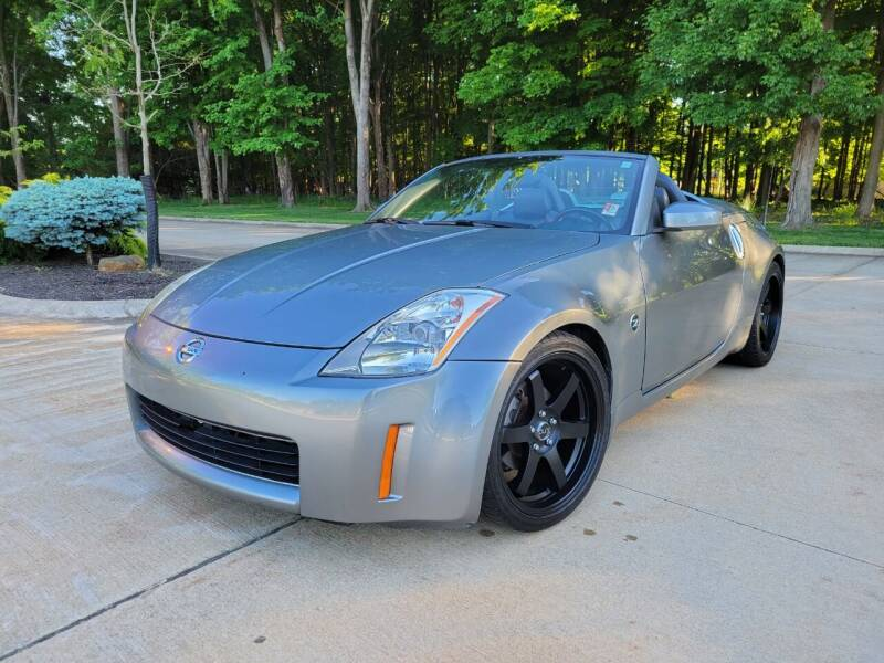 2004 Nissan 350Z for sale at Lease Car Sales 3 in Warrensville Heights OH