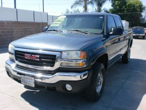 2006 GMC Sierra 2500HD for sale at Williams Auto Mart Inc in Pacoima CA