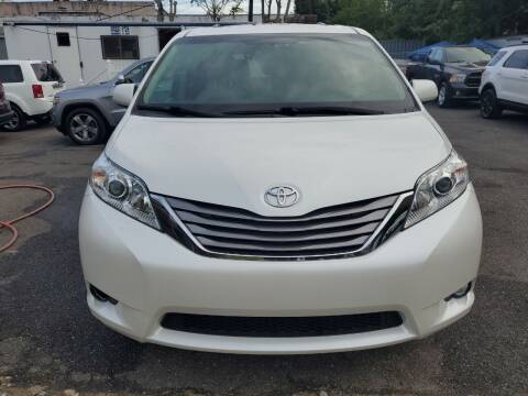 2017 Toyota Sienna for sale at OFIER AUTO SALES in Freeport NY