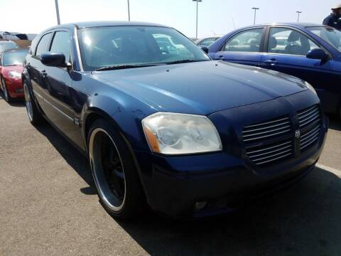2005 Dodge Magnum for sale at MCHENRY AUTO SALES in Modesto CA
