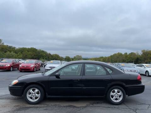 2005 Ford Taurus for sale at CARS PLUS CREDIT in Independence MO
