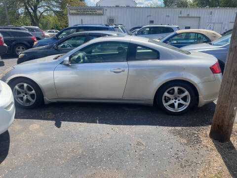 2003 Infiniti G35 for sale at Whiting Motors in Plainville CT