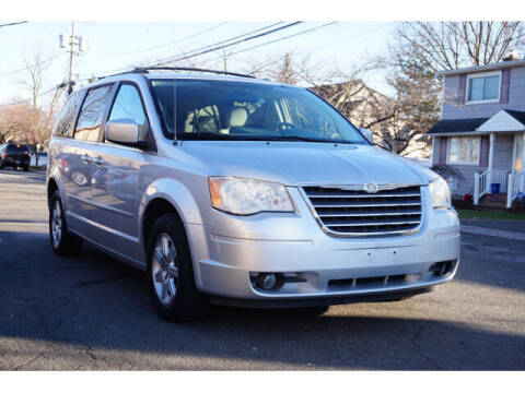 2008 Chrysler Town and Country for sale at Sunrise Used Cars INC in Lindenhurst NY