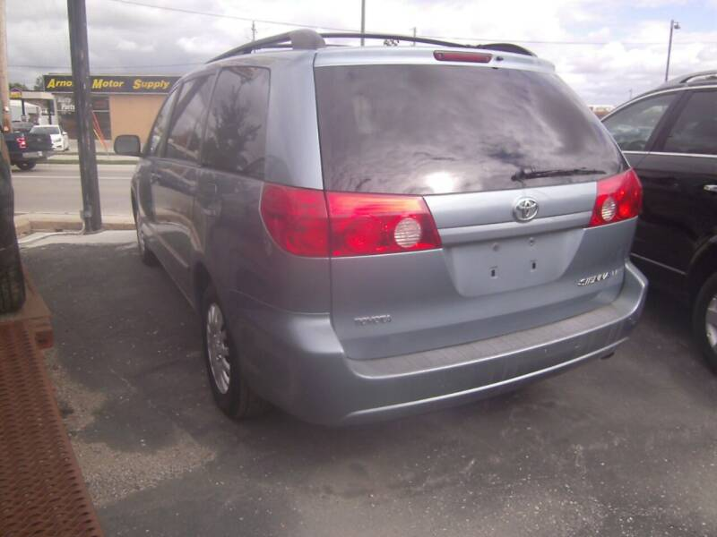 2009 Toyota Sienna for sale at MITRISIN MOTORS INC in Oskaloosa IA