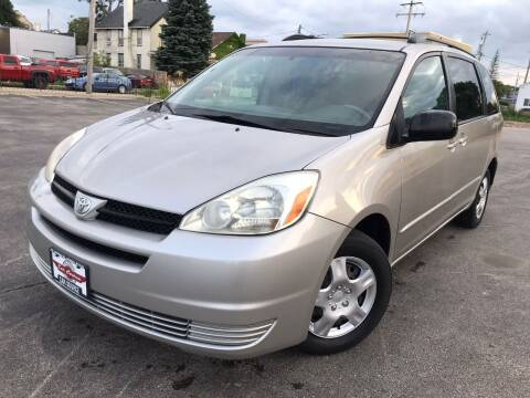 2005 Toyota Sienna for sale at Your Car Source in Kenosha WI