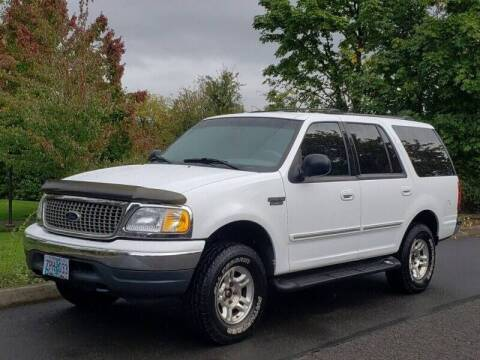 2001 Ford Expedition for sale at CLEAR CHOICE AUTOMOTIVE in Milwaukie OR