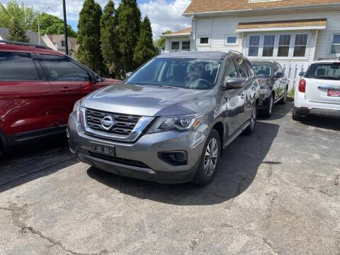 2018 Nissan Pathfinder for sale at CLASSIC MOTOR CARS in West Allis WI