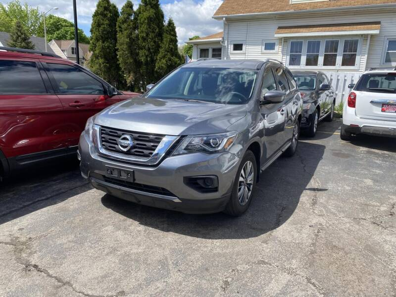2018 Nissan Pathfinder for sale in West Allis, WI