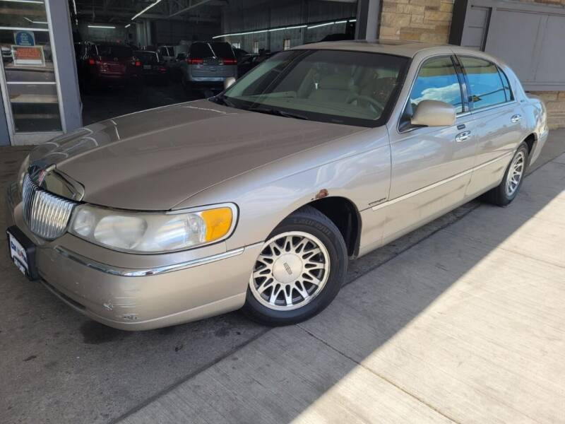 2000 Lincoln Town Car for sale at Car Planet Inc. in Milwaukee WI