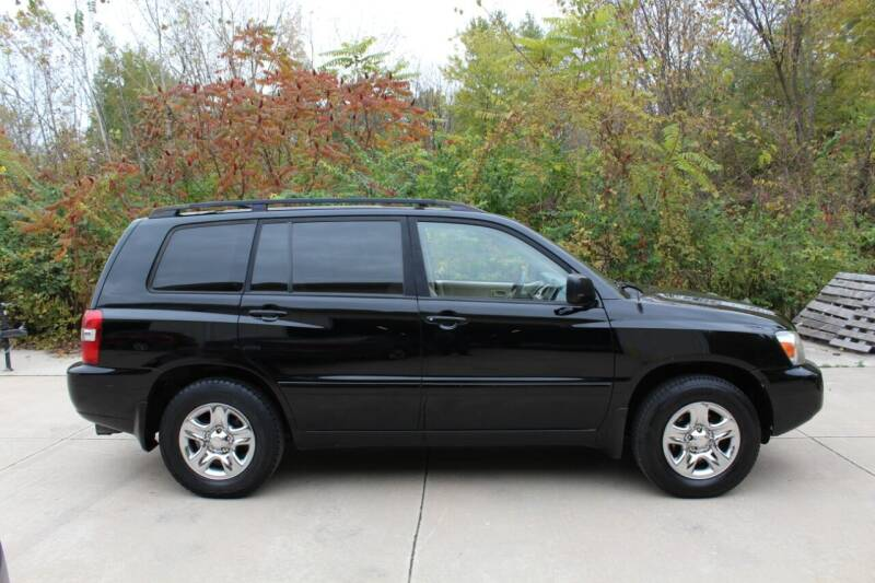 2004 Toyota Highlander for sale at CHIPPERS LUXURY AUTO, INC in Shorewood IL