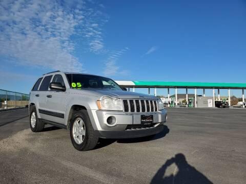 2005 Jeep Grand Cherokee for sale at FRESH TREAD AUTO LLC in Springville UT