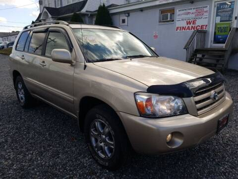 2006 Toyota Highlander for sale at Reyes Automotive Group in Lakewood NJ