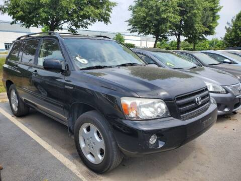 2004 Toyota Highlander for sale at M & M Auto Brokers in Chantilly VA
