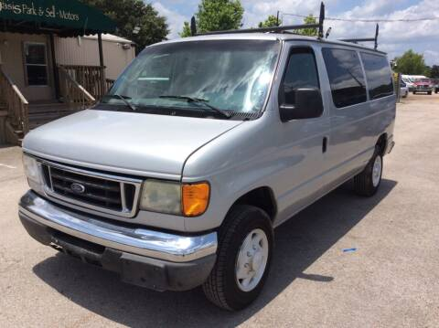 2005 Ford E-Series Wagon for sale at OASIS PARK & SELL in Spring TX