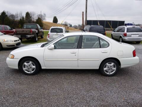 2000 Nissan Altima for sale at CAR-MART AUTO SALES in Maryville TN