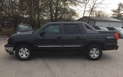2005 Chevrolet Avalanche for sale at 6th Street Auto Sales in Marshalltown IA
