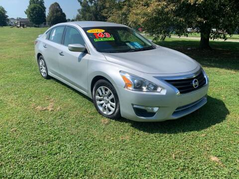 2015 Nissan Altima for sale at Clarks Auto Sales in Connersville IN
