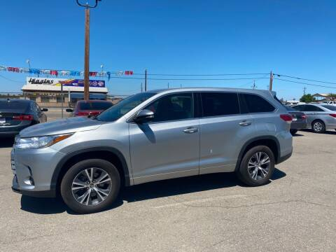 2017 Toyota Highlander for sale at First Choice Auto Sales in Bakersfield CA