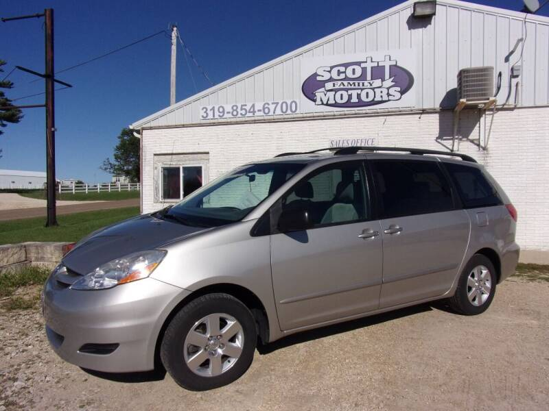 2006 Toyota Sienna for sale at SCOTT FAMILY MOTORS in Springville IA