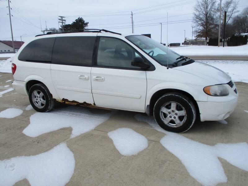 2007 Dodge Grand Caravan for sale at Crossroads Used Cars Inc. in Tremont IL
