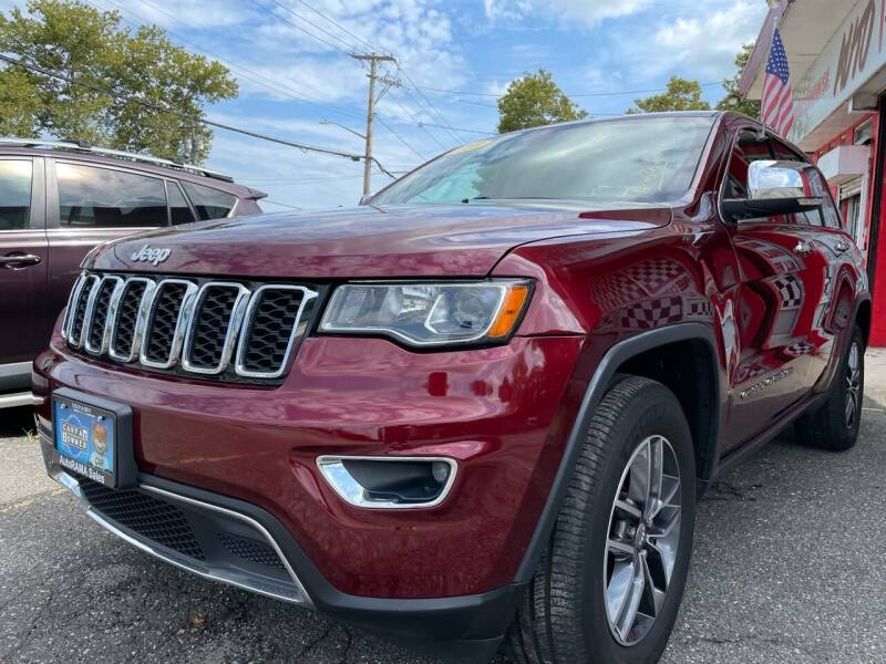 2018 Jeep Grand Cherokee for sale at AUTORAMA SALES INC. in Farmingdale NY
