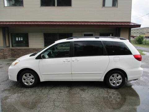 2004 Toyota Sienna for sale at Settle Auto Sales STATE RD. in Fort Wayne IN