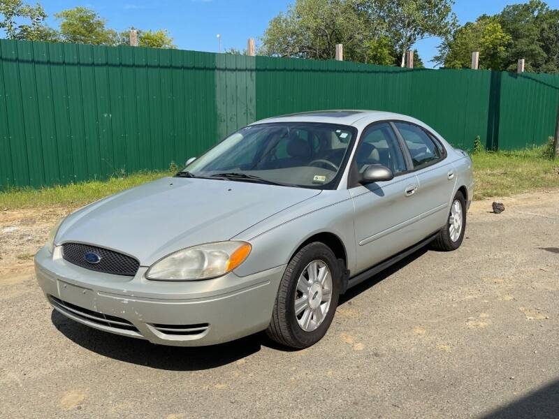 2005 Ford Taurus for sale at BD Auto Sales in Richmond VA